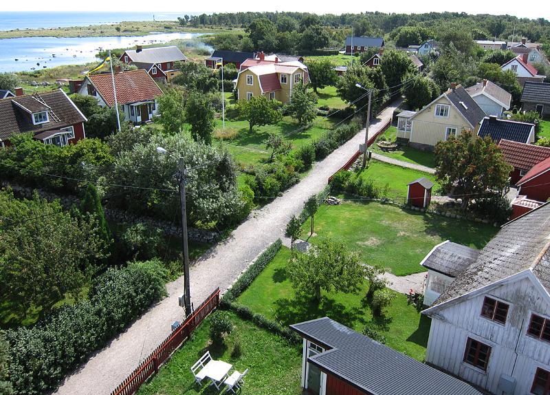 Utsikten söderut över by & bygata
