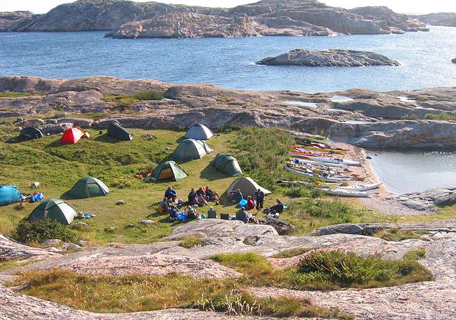 Plats till många tält, vy österut ungefär
