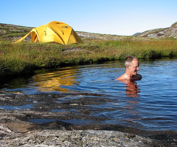 Egen badsjö precis vid tältet. Lyxigt.