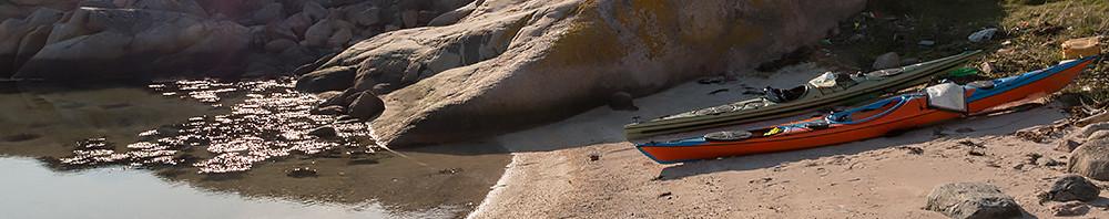 Fin sandstrand och go tältplats på hällar på St Vassholmen