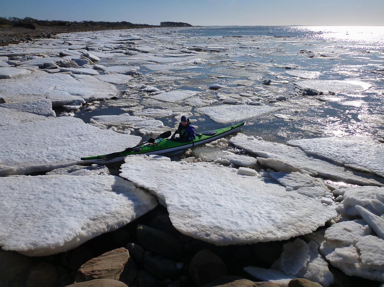 Sjösättning söder om hamnen en sval februaridag